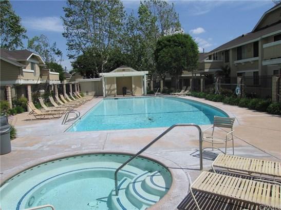 Condominium, Cape Cod - Stanton, CA (photo 4)