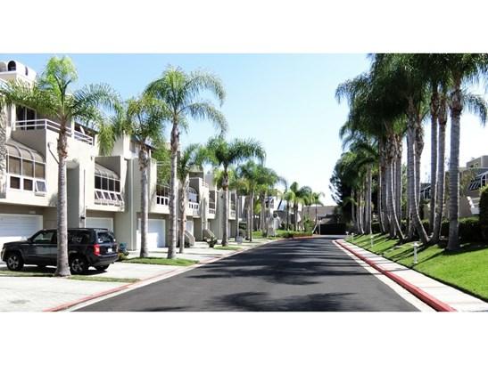 Townhouse, Contemporary - Huntington Beach, CA (photo 4)