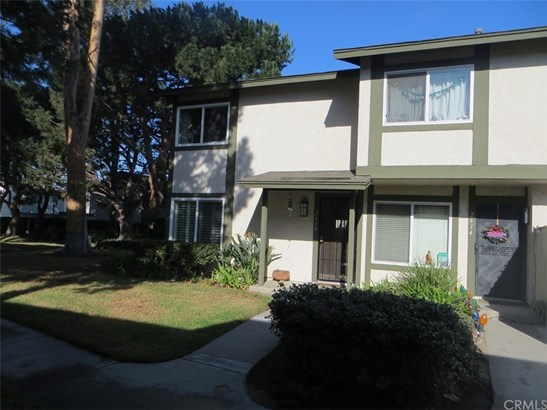 Condominium - Santa Ana, CA (photo 2)