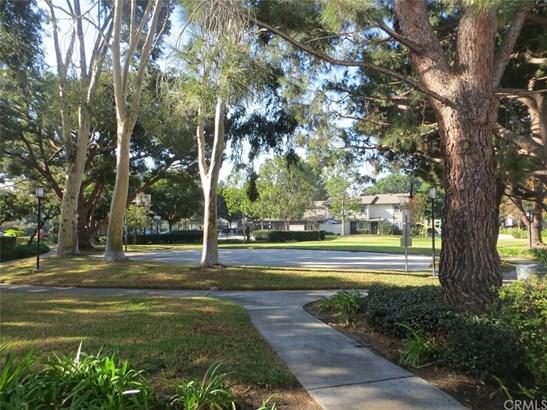 Condominium - Santa Ana, CA (photo 4)