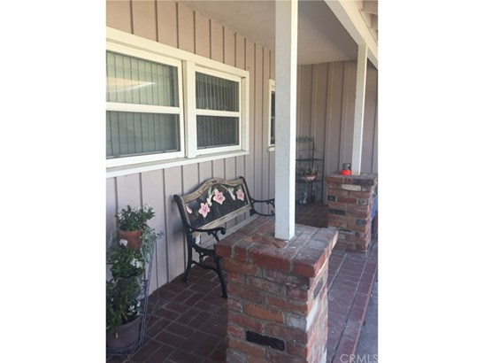 Single Family Residence, Traditional - Riverside, CA (photo 5)