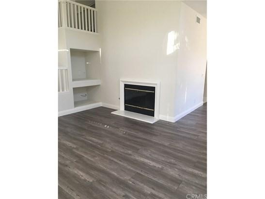 Single Family Residence, Contemporary - Tustin, CA (photo 3)