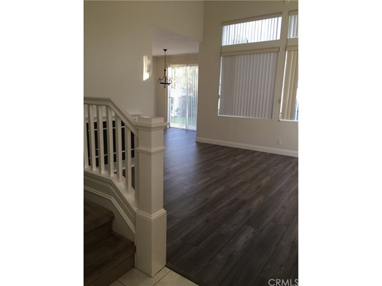 Single Family Residence, Contemporary - Tustin, CA (photo 5)