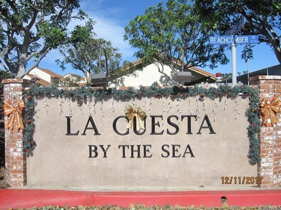 Mediterranean, Single Family Residence - Huntington Beach, CA (photo 4)