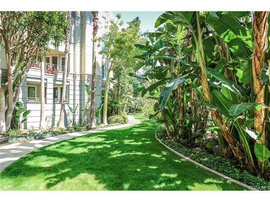 Condominium, Modern - Irvine, CA (photo 4)