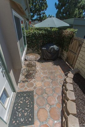 Condominium, Contemporary - Huntington Beach, CA (photo 4)