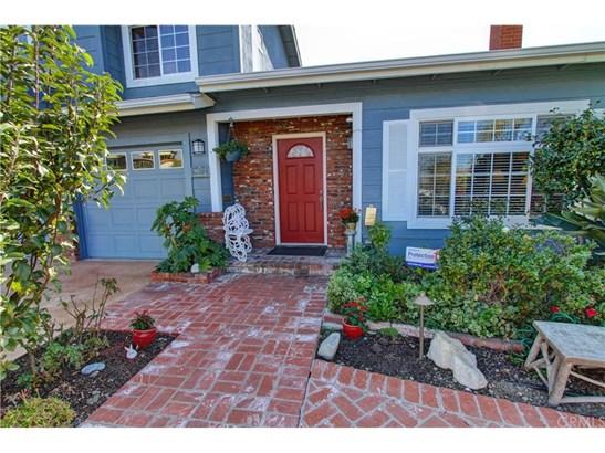 Cape Cod, Single Family Residence - Huntington Beach, CA (photo 4)