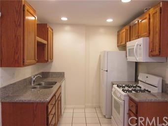 Condominium, Traditional - Huntington Beach, CA (photo 2)