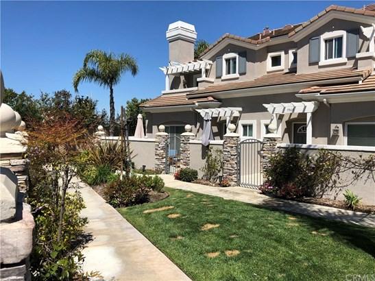 Condominium - Huntington Beach, CA (photo 2)