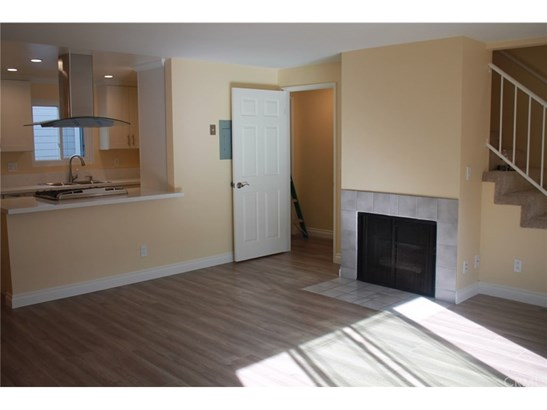 Condominium - Long Beach, CA (photo 3)
