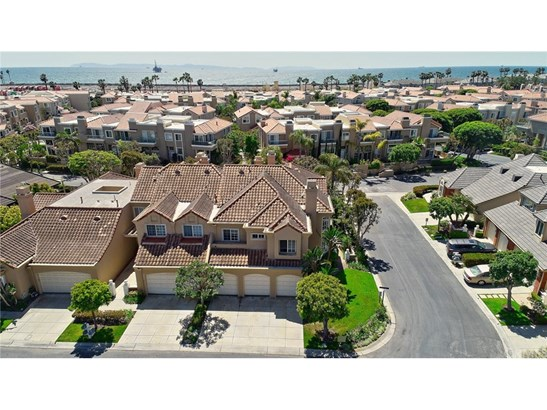 Townhouse, Mediterranean - Huntington Beach, CA (photo 4)