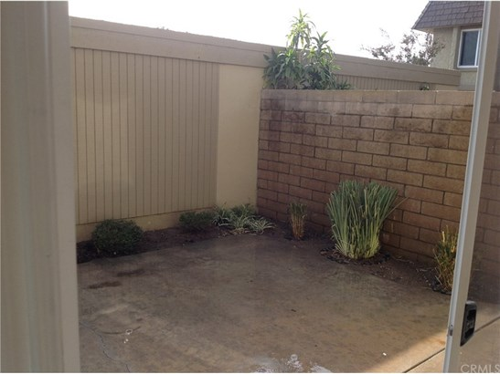 Townhouse - Fountain Valley, CA (photo 5)