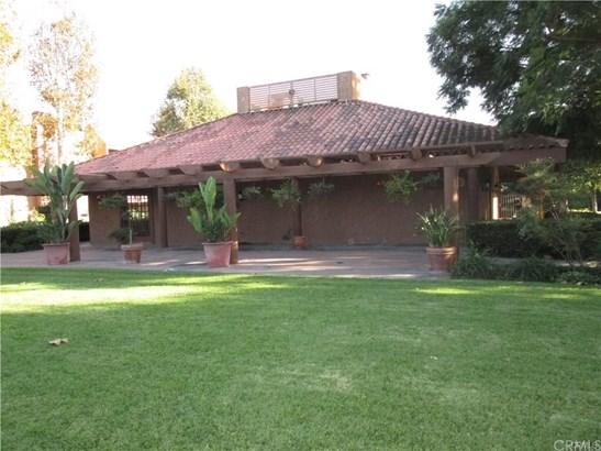 Condominium, Traditional - Huntington Beach, CA (photo 4)