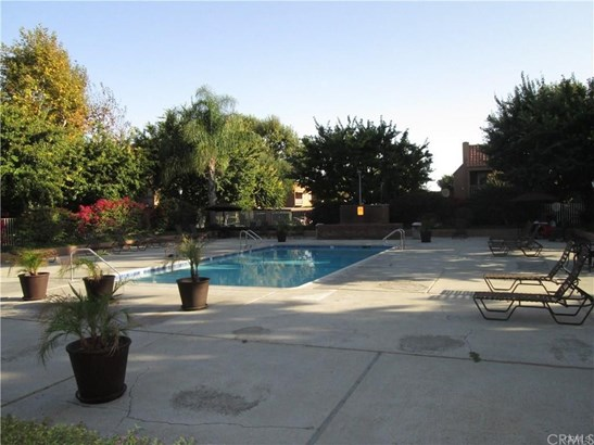 Condominium, Traditional - Huntington Beach, CA (photo 5)