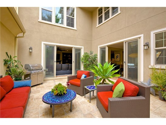 Cape Cod,Modern, Condominium - Huntington Beach, CA (photo 2)