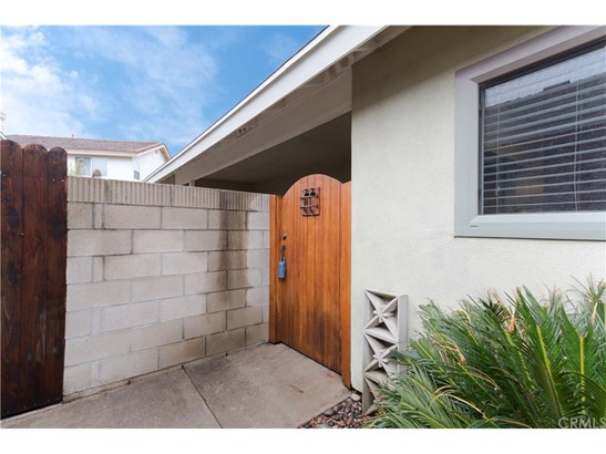 Townhouse, Contemporary - Fountain Valley, CA (photo 4)