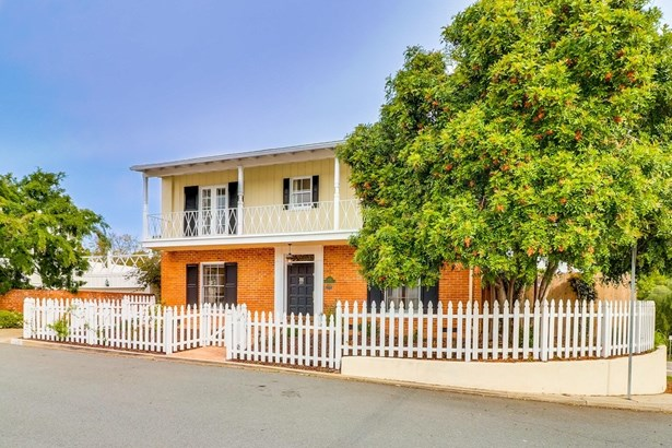 Colonial, Detached - San Diego, CA