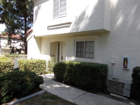 Townhome - Chula Vista, CA (photo 1)
