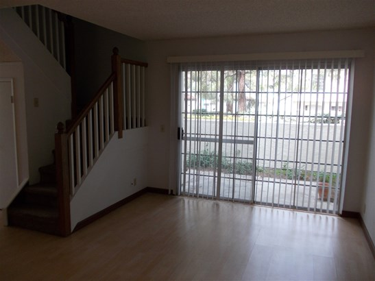 Townhome - Chula Vista, CA (photo 4)