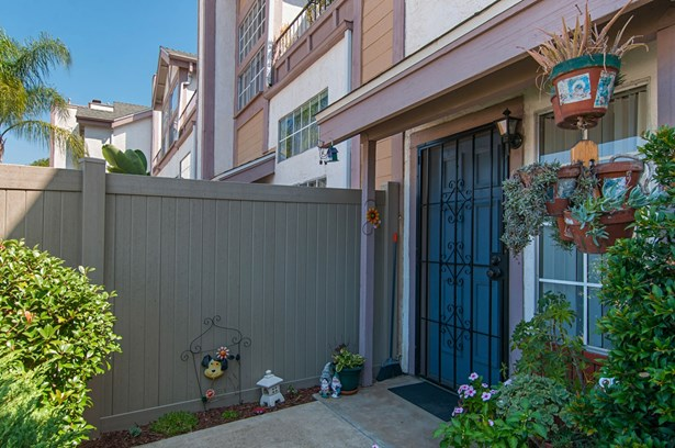 Townhome - Spring Valley, CA (photo 2)