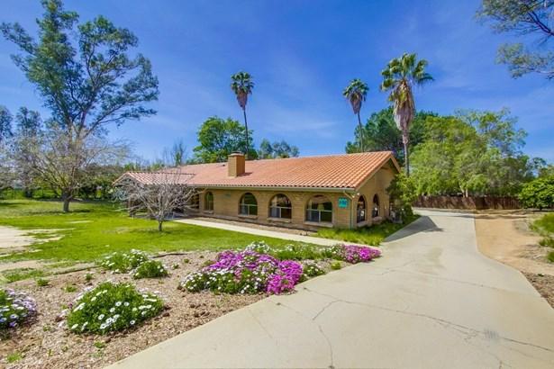 Detached, Monterey/Hacienda/Adobe - Ramona, CA (photo 2)