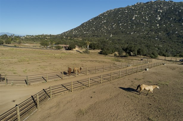 Ranch, Detached - Ramona, CA (photo 4)
