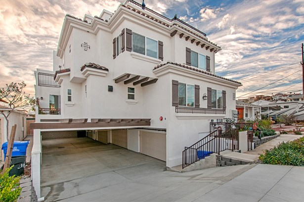 Townhome - San Diego, CA (photo 2)