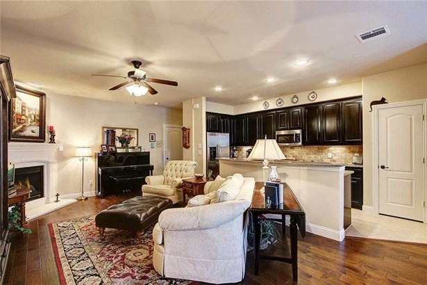 4245 Riverview Drive, Carrollton, TX - USA (photo 4)