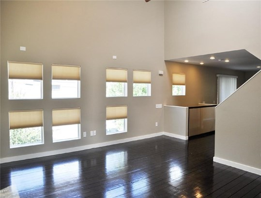 1203 Urban Lofts Drive, Dallas, TX - USA (photo 2)