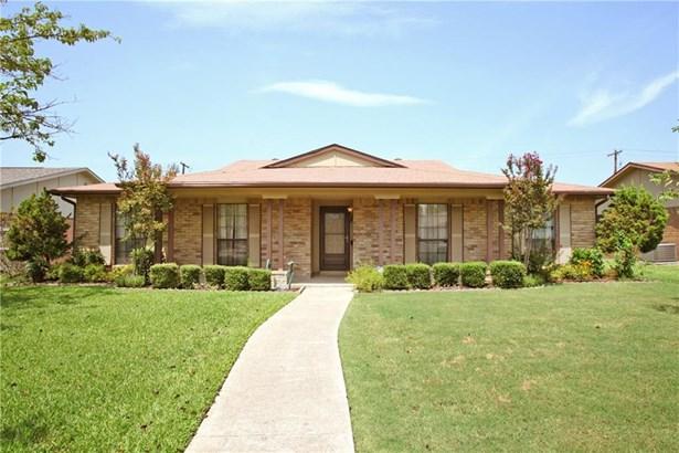 2148 Courtland Circle, Carrollton, TX - USA (photo 1)