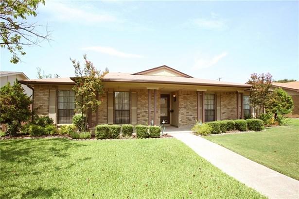 2148 Courtland Circle, Carrollton, TX - USA (photo 2)