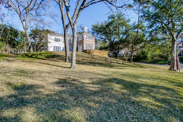 3925 Stonebridge Drive, Dallas, TX - USA (photo 2)