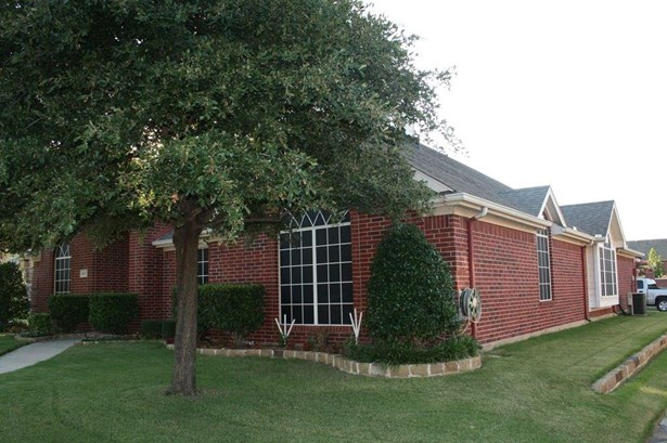 401 Ridge Point Drive, Lewisville, TX - USA (photo 2)