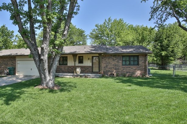 Twin Home or 1/2 Duplex, Traditional - Andover, KS (photo 1)