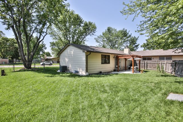 Twin Home or 1/2 Duplex, Traditional - Andover, KS (photo 4)
