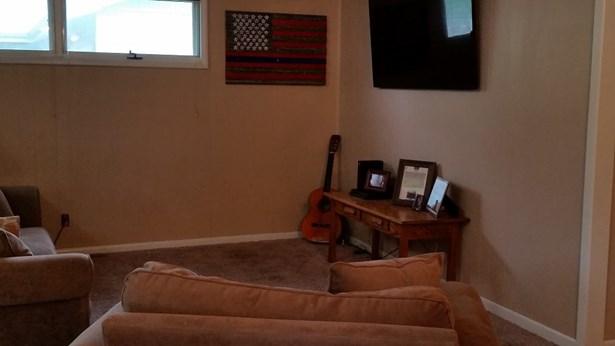 Single Family OnSite Blt, Contemporary - Newton, KS (photo 2)
