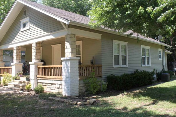 Single Family OnSite Blt, Bungalow - Winfield, KS (photo 3)