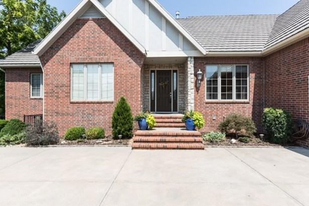 Traditional, Patio/Garden Home - Wichita, KS (photo 2)