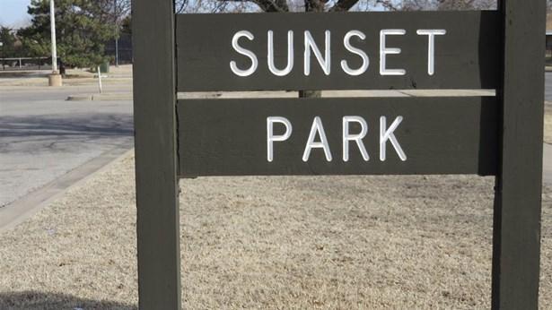 Twin/Duplex, Side By Side - Wichita, KS (photo 4)