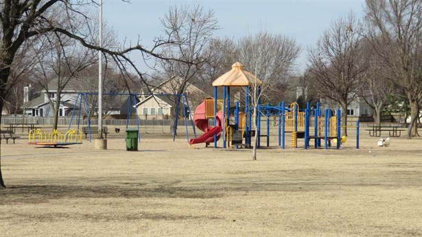 Twin/Duplex, Side By Side - Wichita, KS (photo 5)