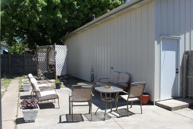 Single Family OnSite Blt, Bungalow - Winfield, KS (photo 4)