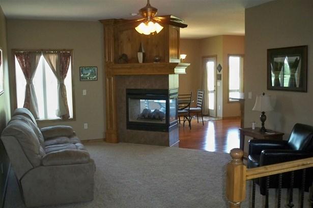Single Family OnSite Blt, Ranch - Newton, KS (photo 3)