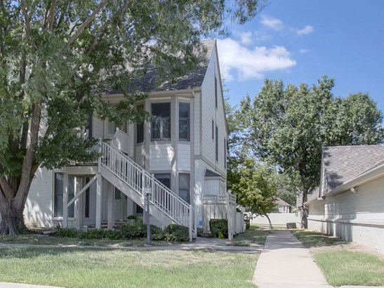 Comm Hsing/Condo/TH/Co-Op, Traditional - Wichita, KS (photo 1)