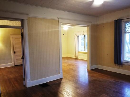 Single Family OnSite Blt, Colonial - Newton, KS (photo 4)