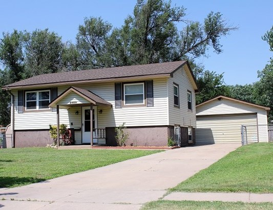 Single Family OnSite Blt, Traditional - Wichita, KS (photo 2)