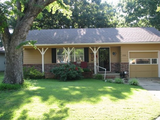 Single Family OnSite Blt, Ranch - Winfield, KS