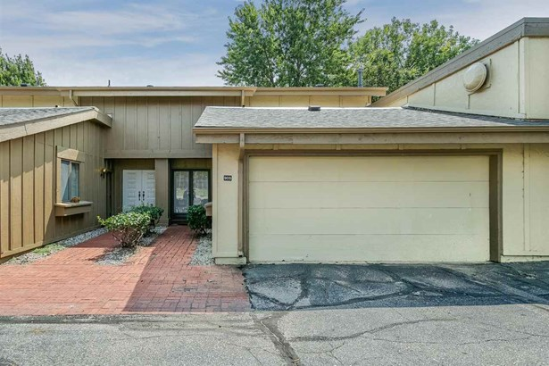 Comm Hsing/Condo/TH/Co-Op, Traditional - Wichita, KS (photo 2)