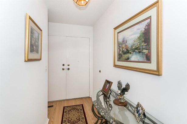 Comm Hsing/Condo/TH/Co-Op, Traditional - Wichita, KS (photo 4)