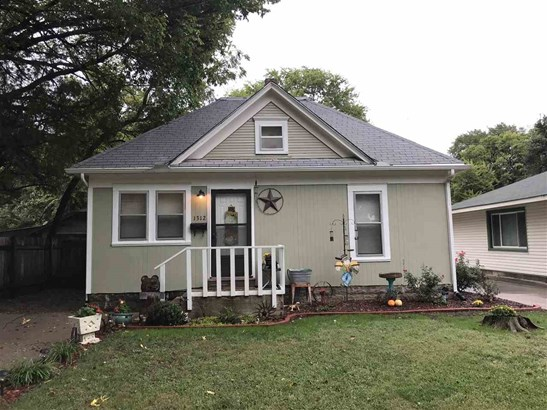 Single Family OnSite Blt, Traditional,Other/See Remarks - Winfield, KS (photo 1)
