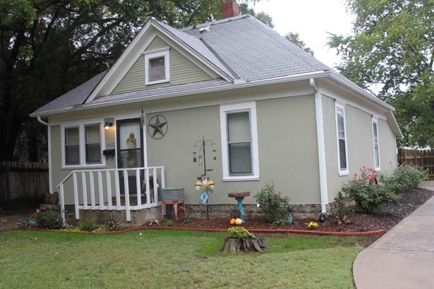 Single Family OnSite Blt, Traditional,Other/See Remarks - Winfield, KS (photo 2)